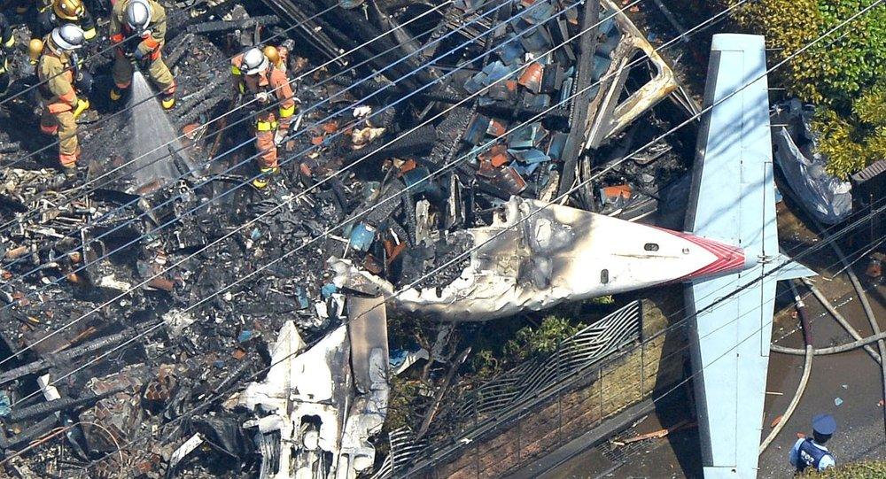 Авиакатастрофа в Японии: самолет упал в жилом районе Токио