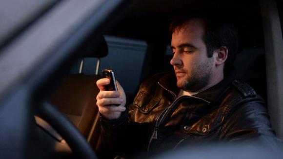 За полгода водителей оштрафовали на 63 млн за разговоры за рулем