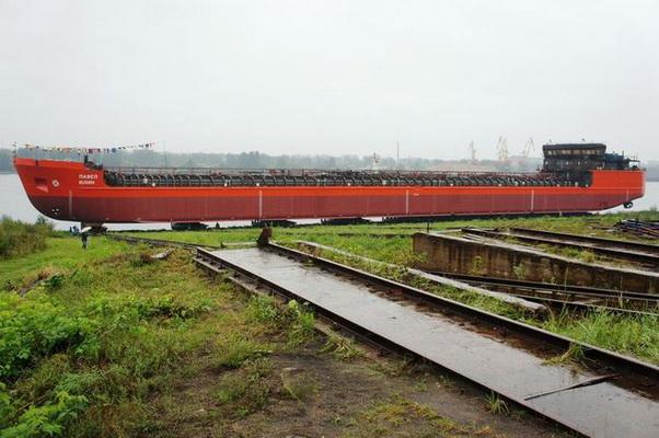 Спущен на воду танкер проекта RST25