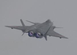 Китай начал испытания нового прототипа истребителя J-20