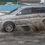 Что делать, если разбил машину из-за ямы на дороге?