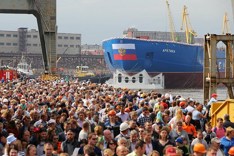 """В Санкт-Петербурге спущен на воду самый мощный в мире атомный ледокол """"Арктика"""""""