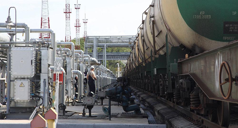 Беларусь перестала переваливать топливо через порты Украины
