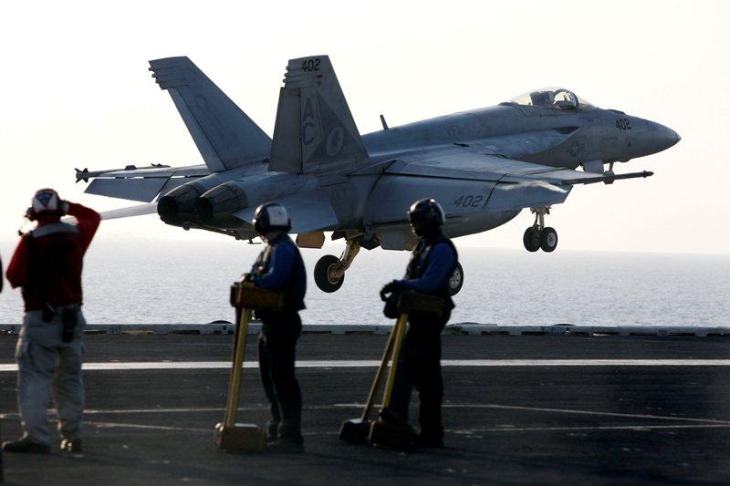 Два истребителя ВМС США столкнулись в небе над Калифорнией