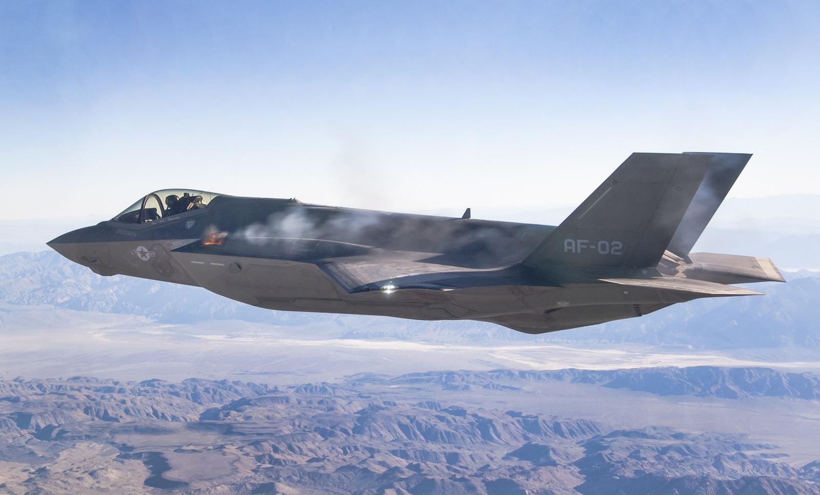 F-35 загорелся в воздухе