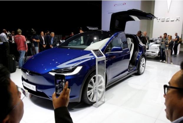 Tesla скатился на нижнюю строчку