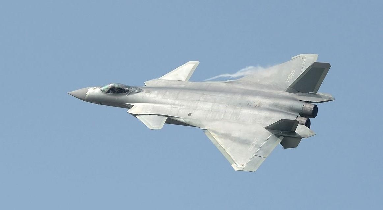 ВВС Китая получили первые истребители пятого поколения J-20