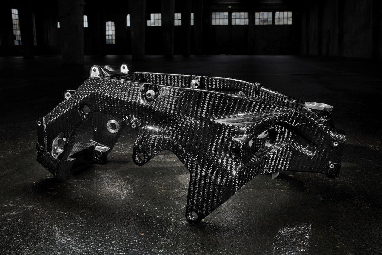 Главная особенность мотоцикла BMW HP4 Race — 7,8-килограммовая рама