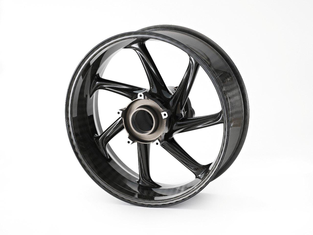 Передние и задние колёса также изготовлены из углеволокна