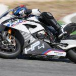 Супербайк BMW HP4 RACE промчался по гоночной трассе