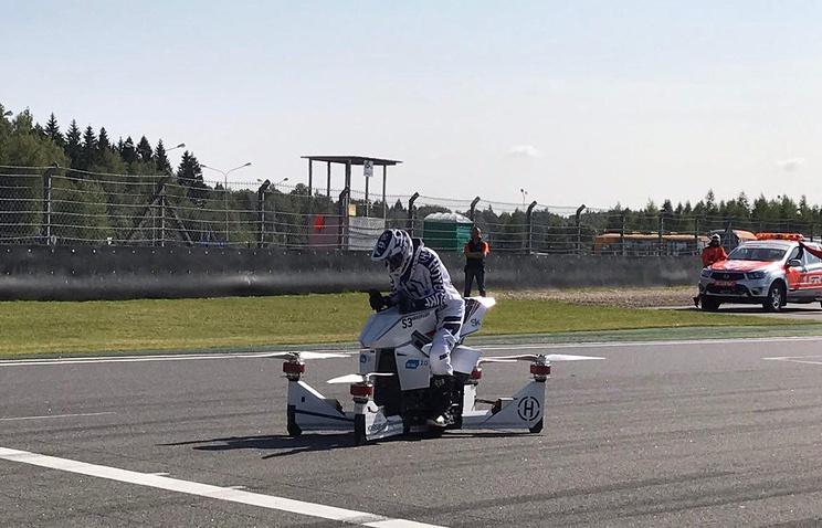 В России провели первые публичные испытания летающего мотоцикла