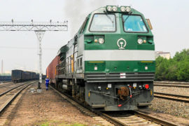 Первые грузовые поезда перевезли вагоны с зерном, железорудным сырьем и строительными материалами