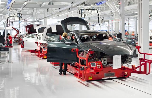 Директор по производству батарей Тесла покинул компанию