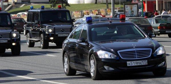 ФСО попросила для своих автомобилей мигалки и преимущество на дороге